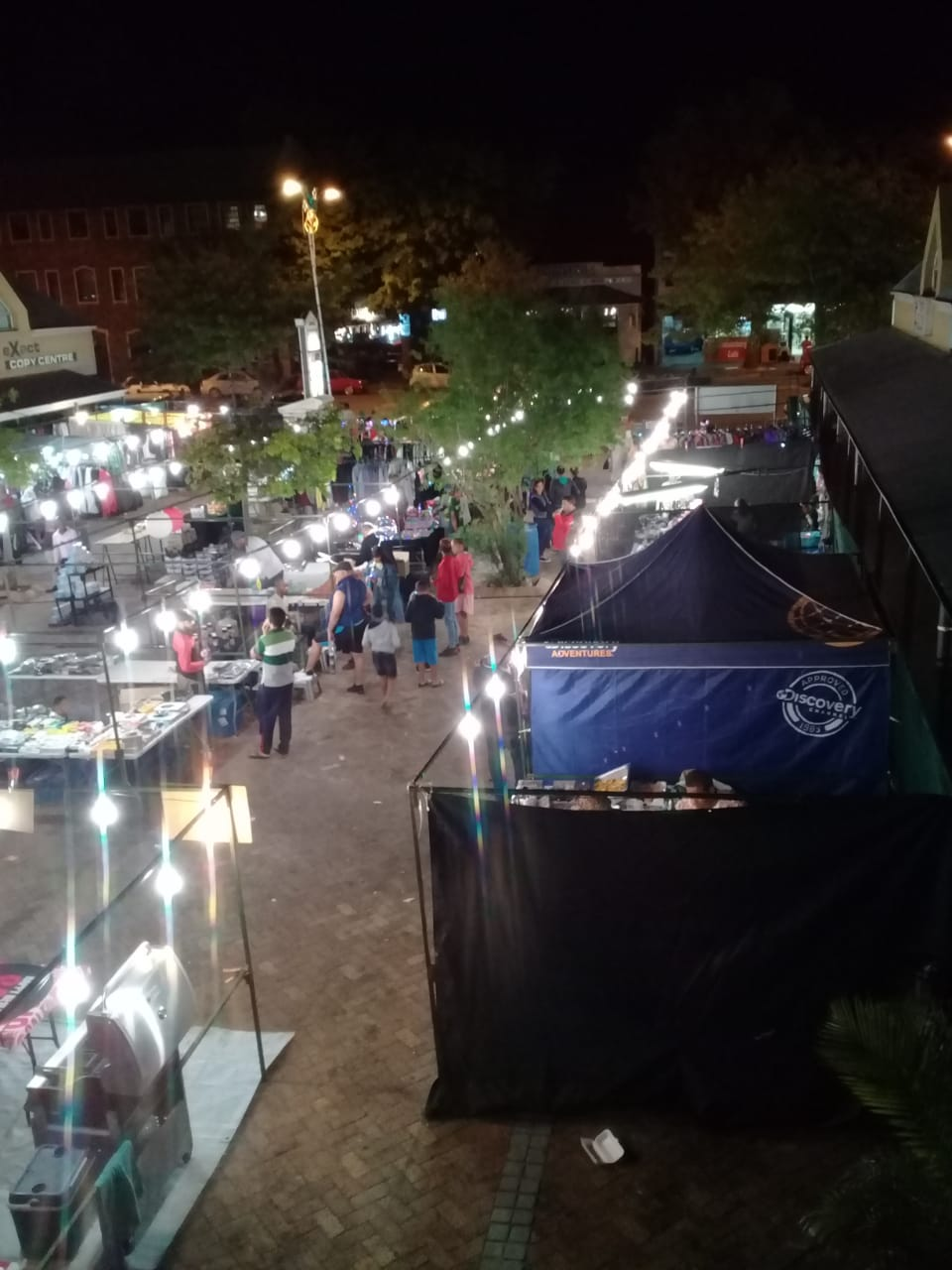 Twin Oaks Christmas night market
