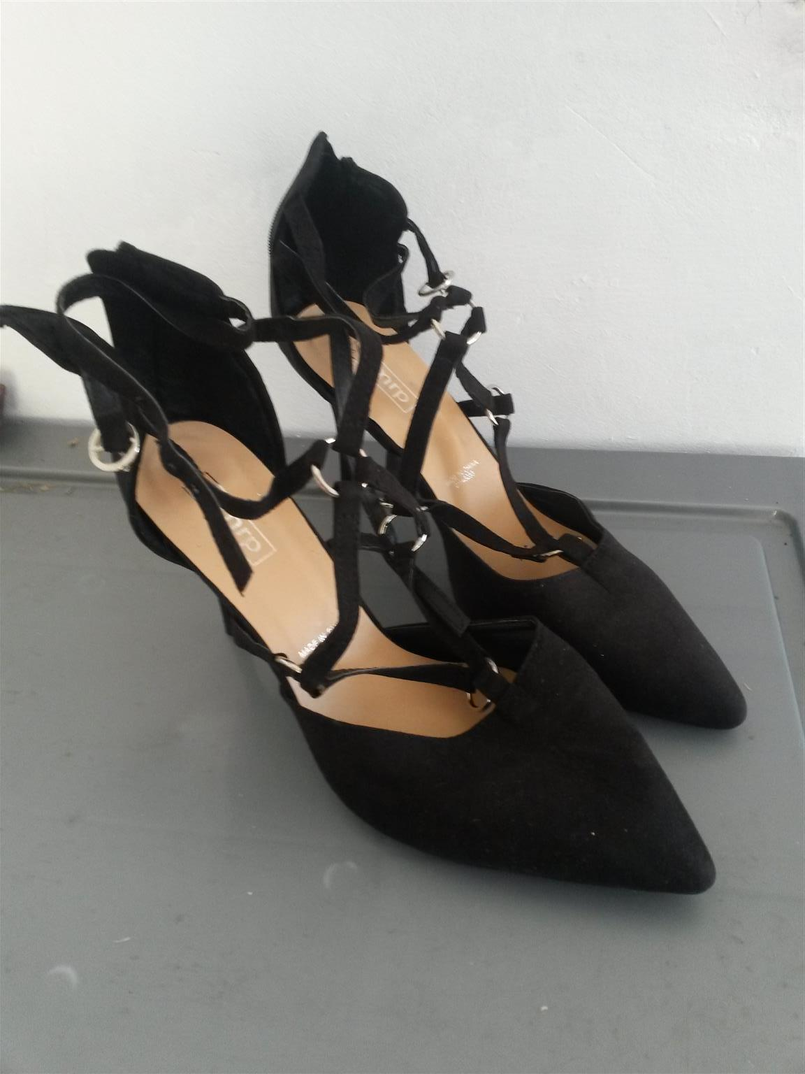 BRAND NEW elegant heeled shoes_R120