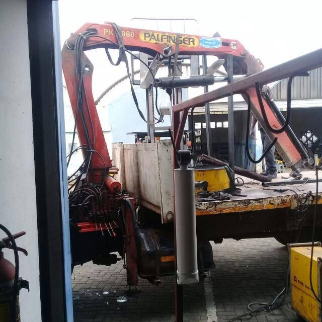 MOBILE CRANES HYDRAULIC SPECIALISTS-011 056 5602/ 074 622 3204