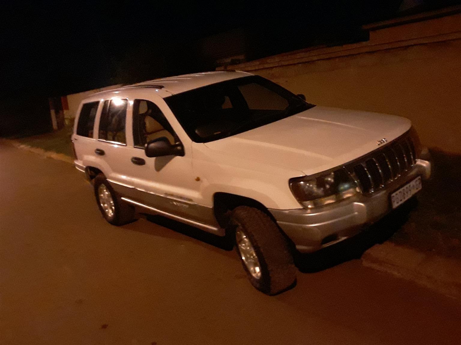 2003 Jeep Laredo