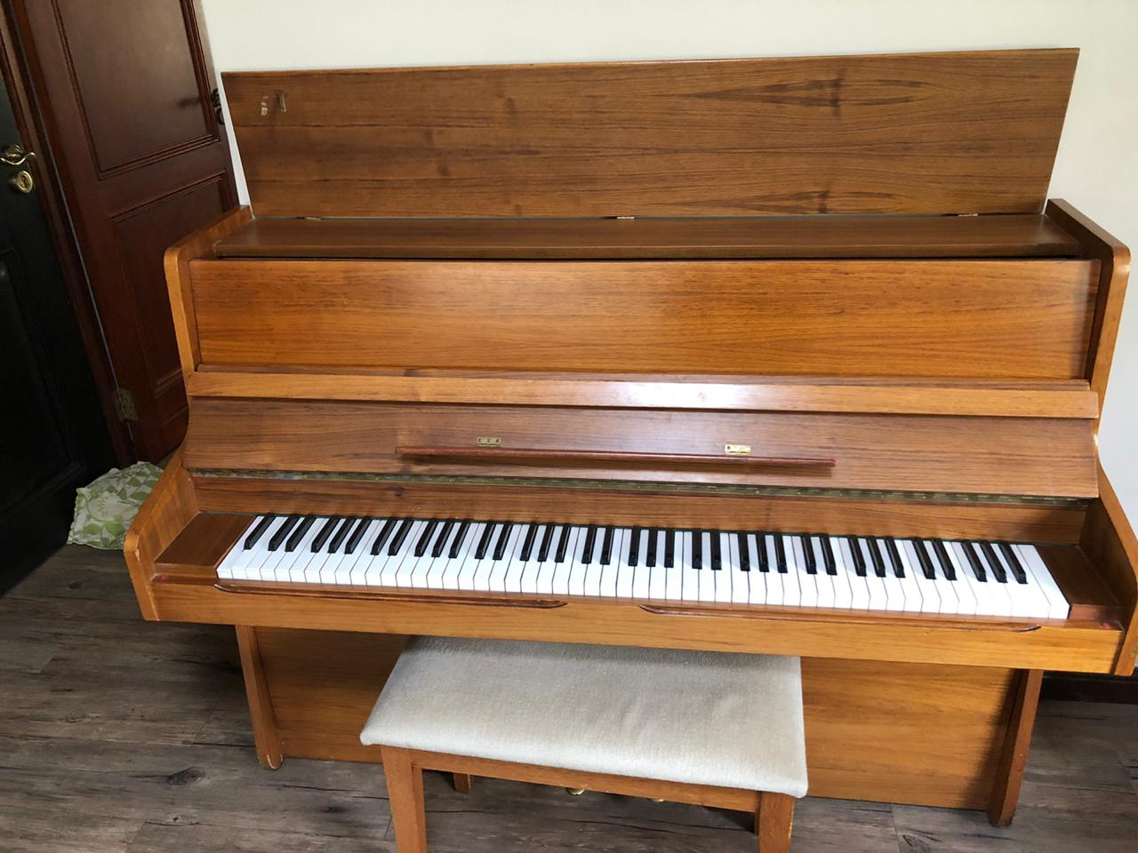 Piano OTTO BACH Upright.