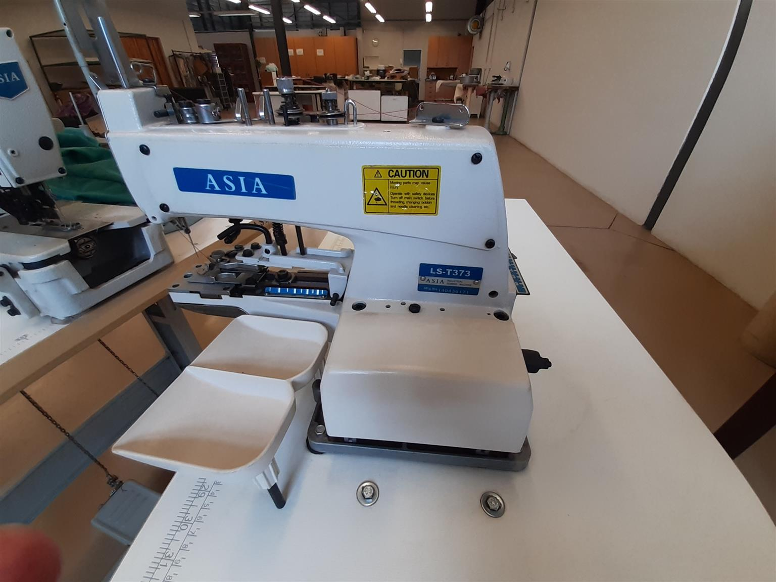 Buttonsew on sewingmachine  complete with motor and workbench almos new.
