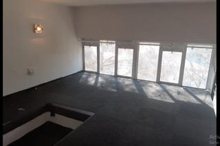 Braamfontein College House open plan bachelor flat to rent for R4000