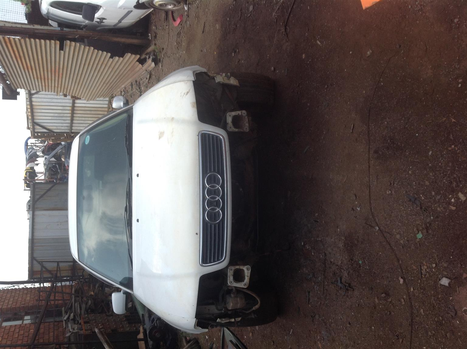 Stripping Audi A4 1.8l 1998 for Spares