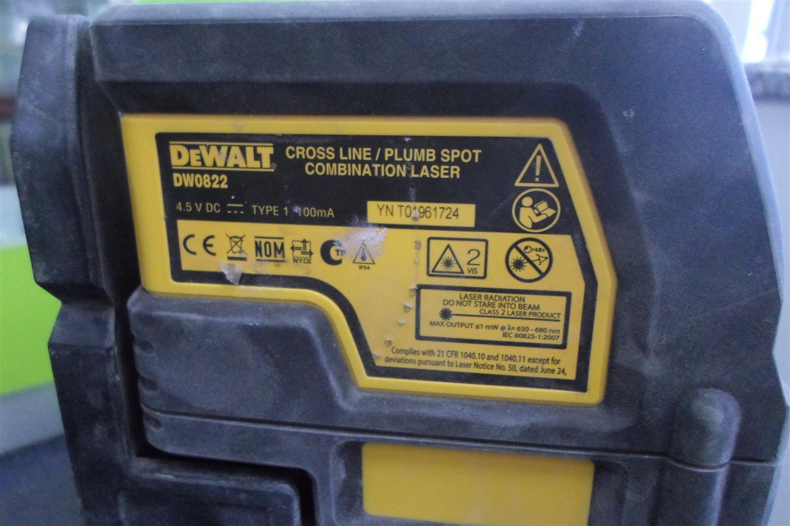DeWalt DW0822 Cross Line/Plum Spot Combination Laser