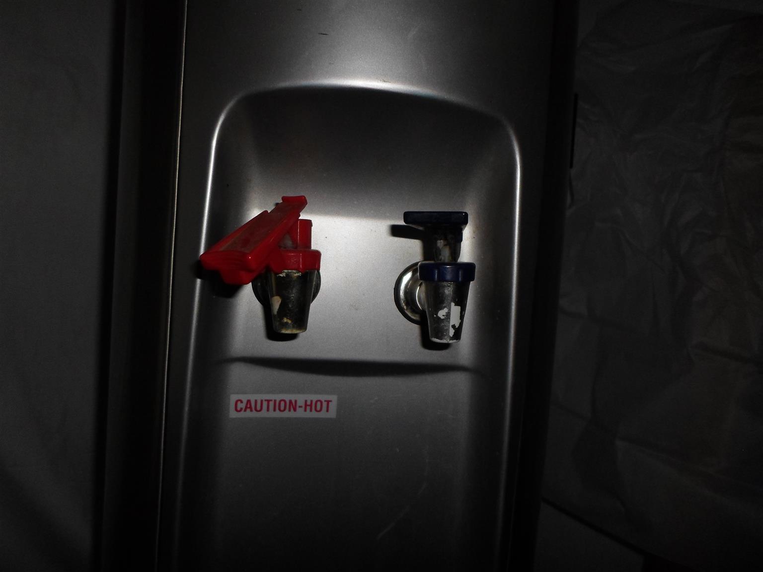 Water Dispensar Hot/Cold