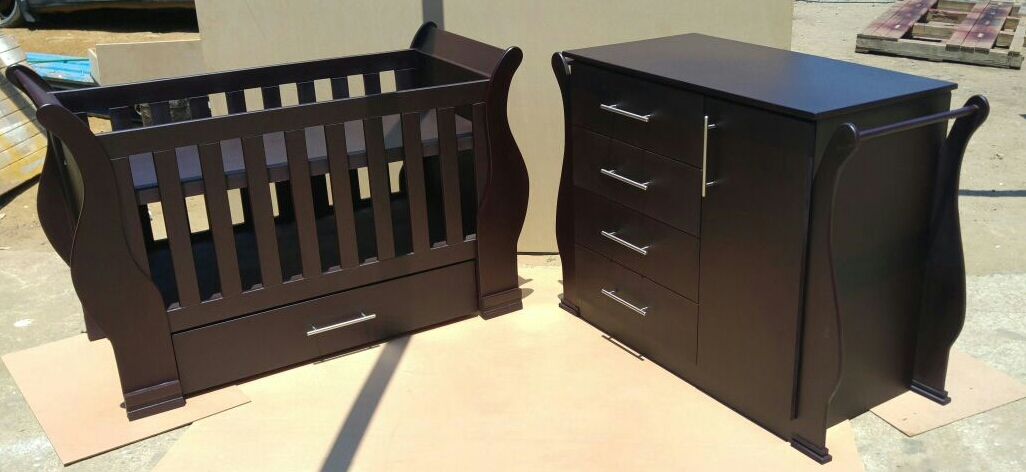 Sleigh Cot and Compactum Sur 03 -R5500,00
