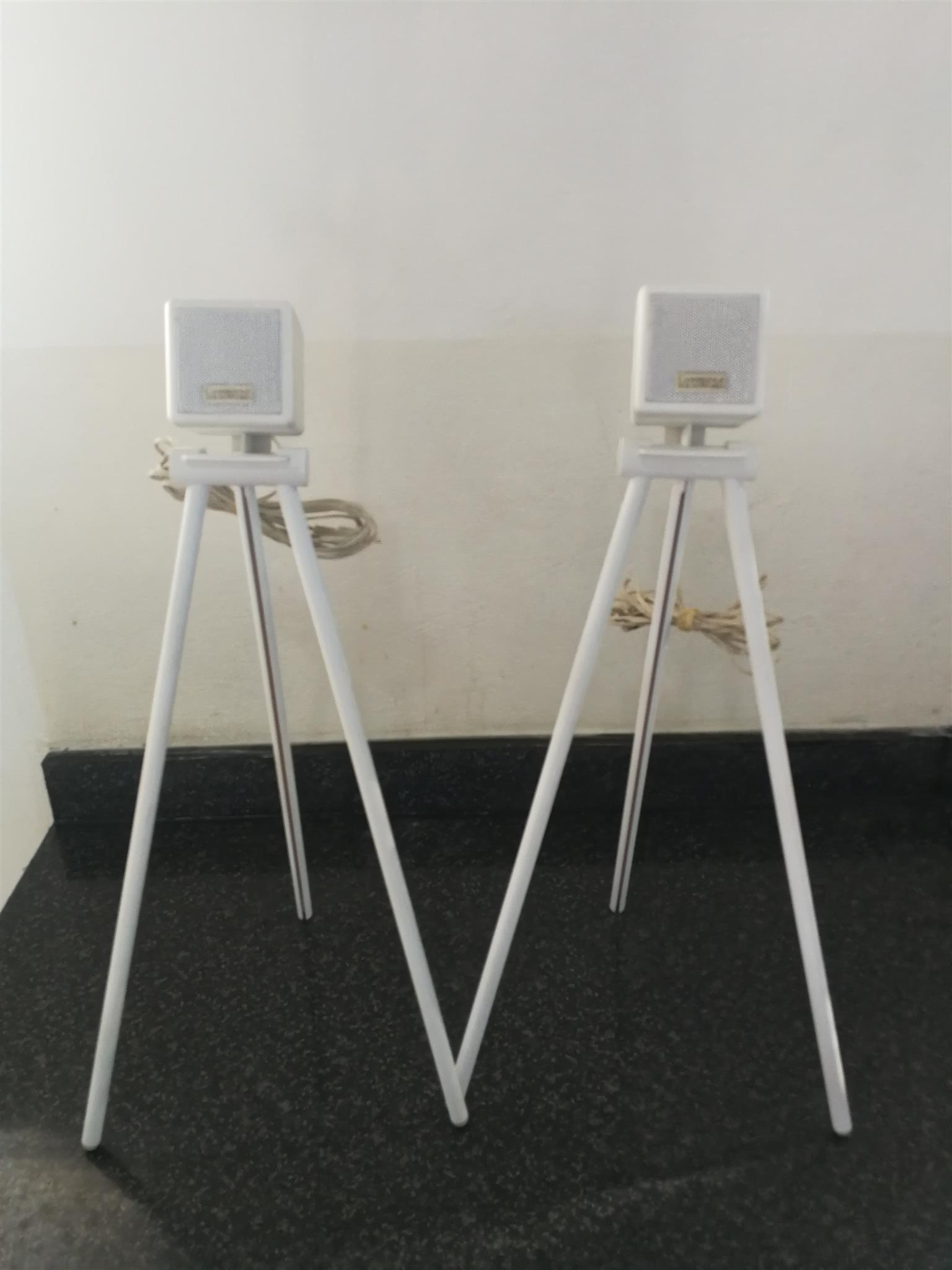 4.1 Cambridge Soundworks Powerful PC Speakers With Rear Speaker Stands.