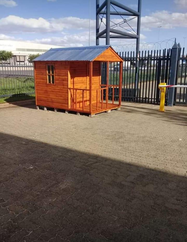 Quality tool sheds, guard huts, backyard rooms, log homes, wendys