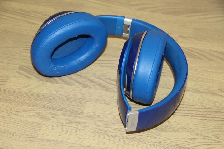 Beats Studio Wireless blue headset