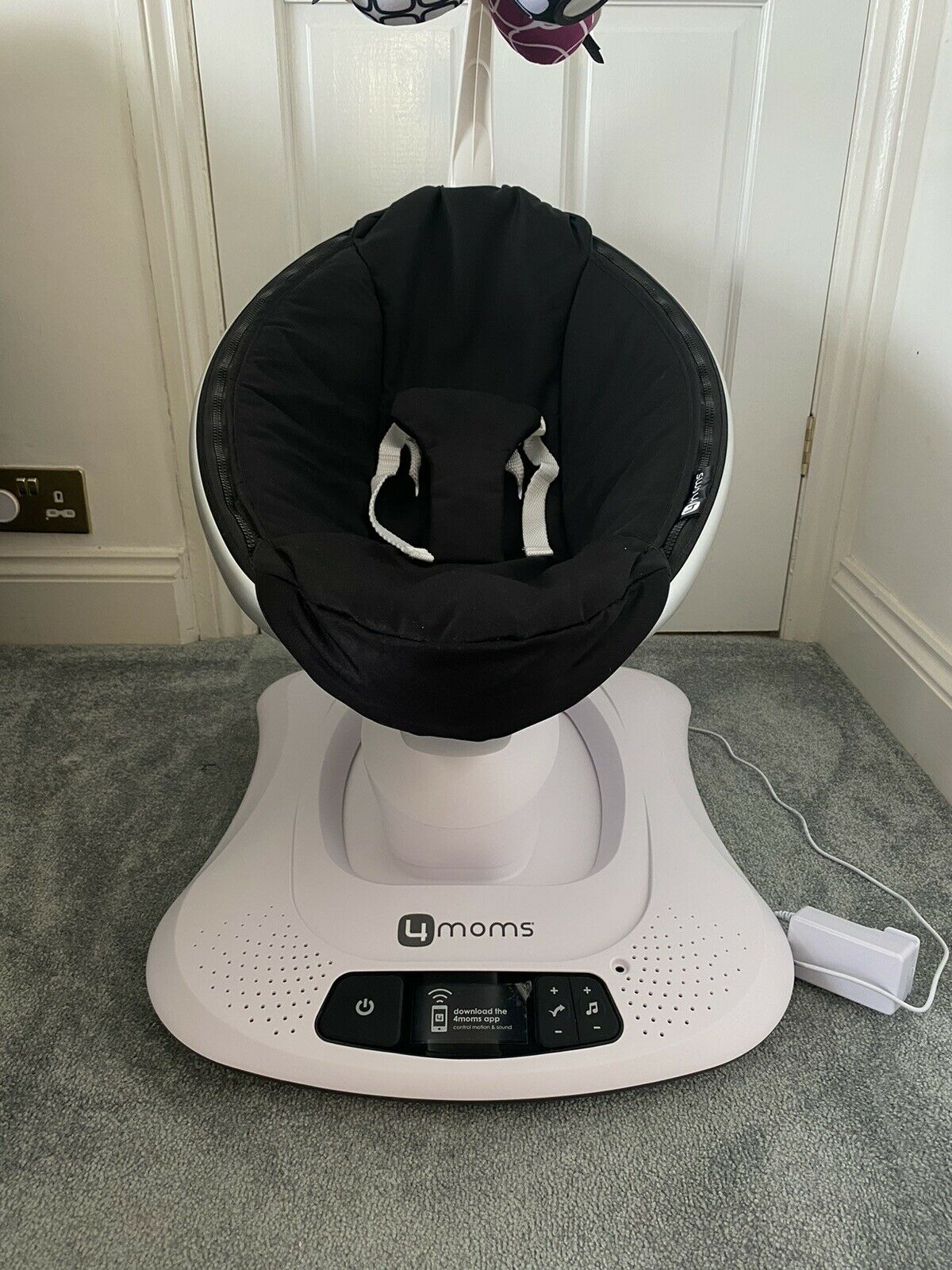 4moms mamaroo available in brand new condition
