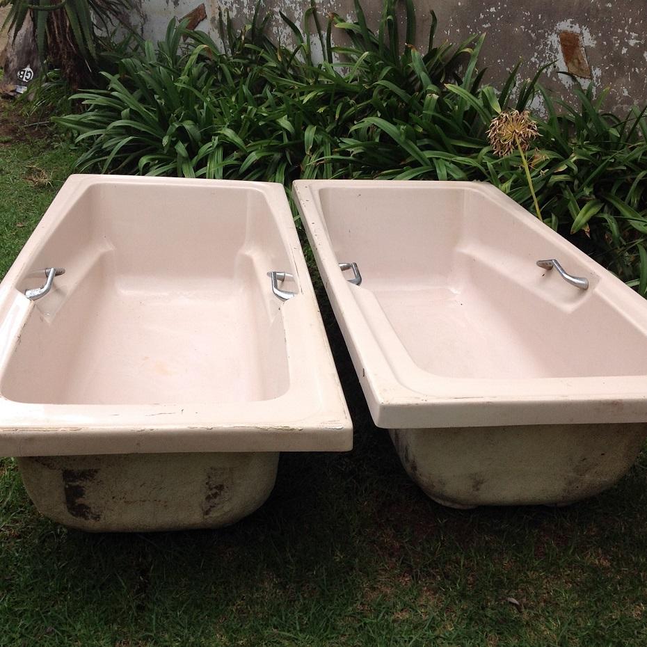 2 x Second-handed fiber glass bath tubs