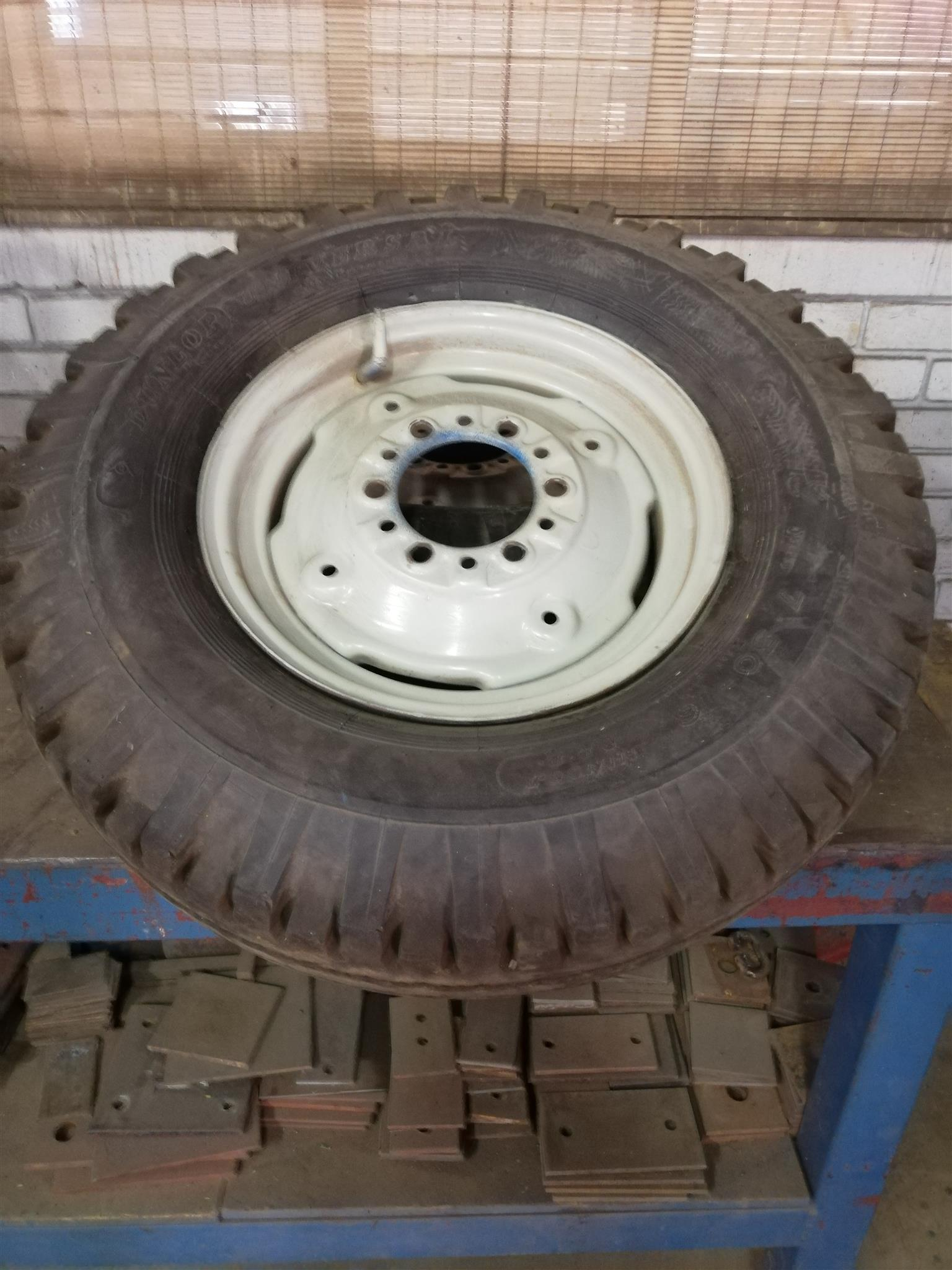 Ford 3000 tractor front wheels