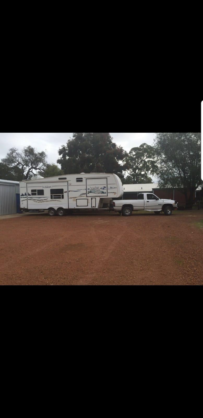 Fleetwood fifth wheel caravan