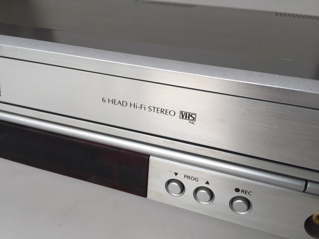 Samsung SV-DVD3e DVD/VCR combo - enjoy your old home movies and DVDs