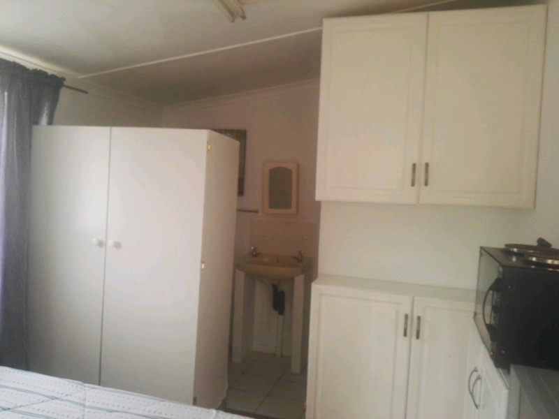 Florida small garden cottage to rent for R3000