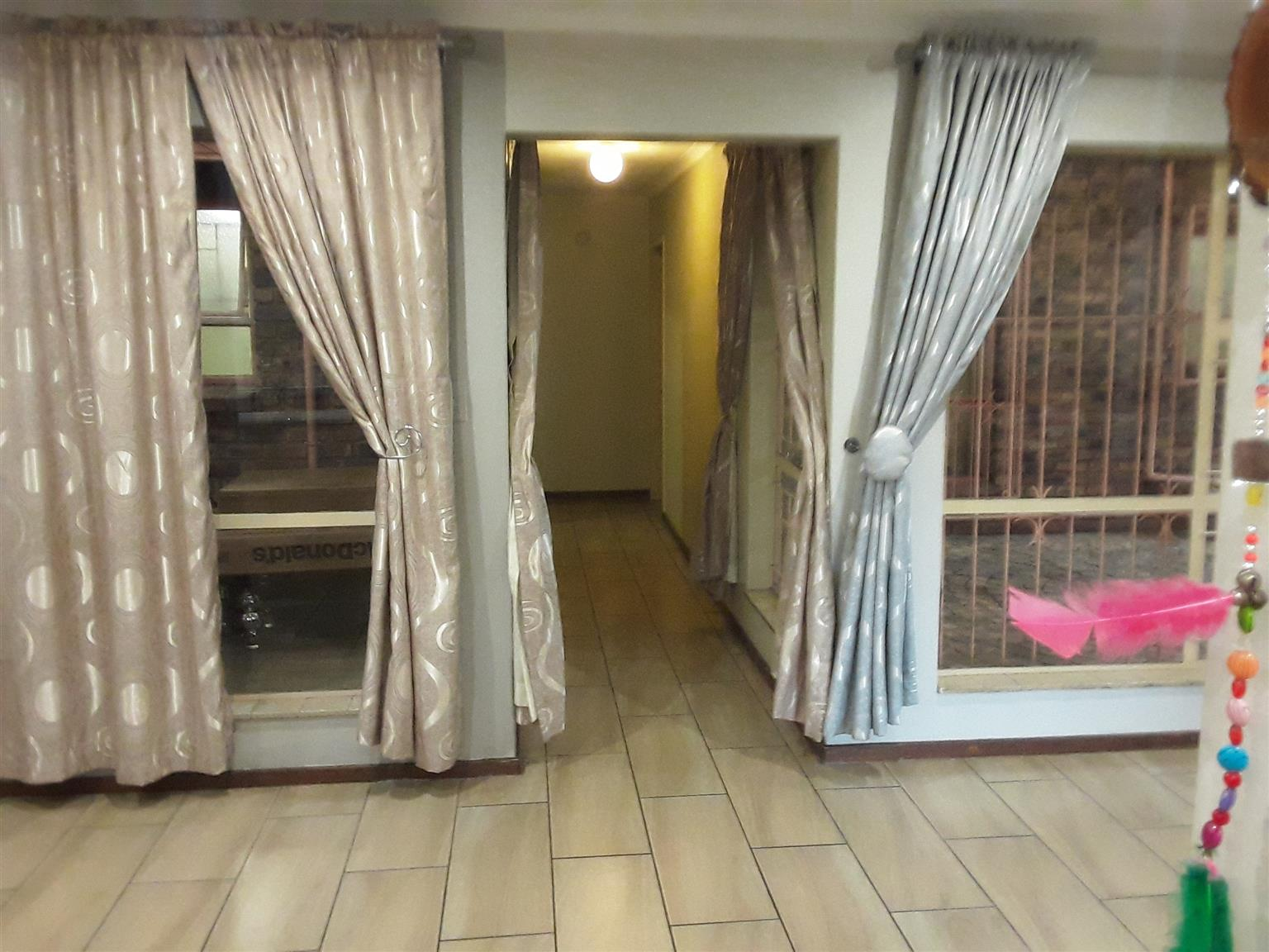Villieria 3 bedr CORNER TOWNHOUSE WITH double facilities to rent