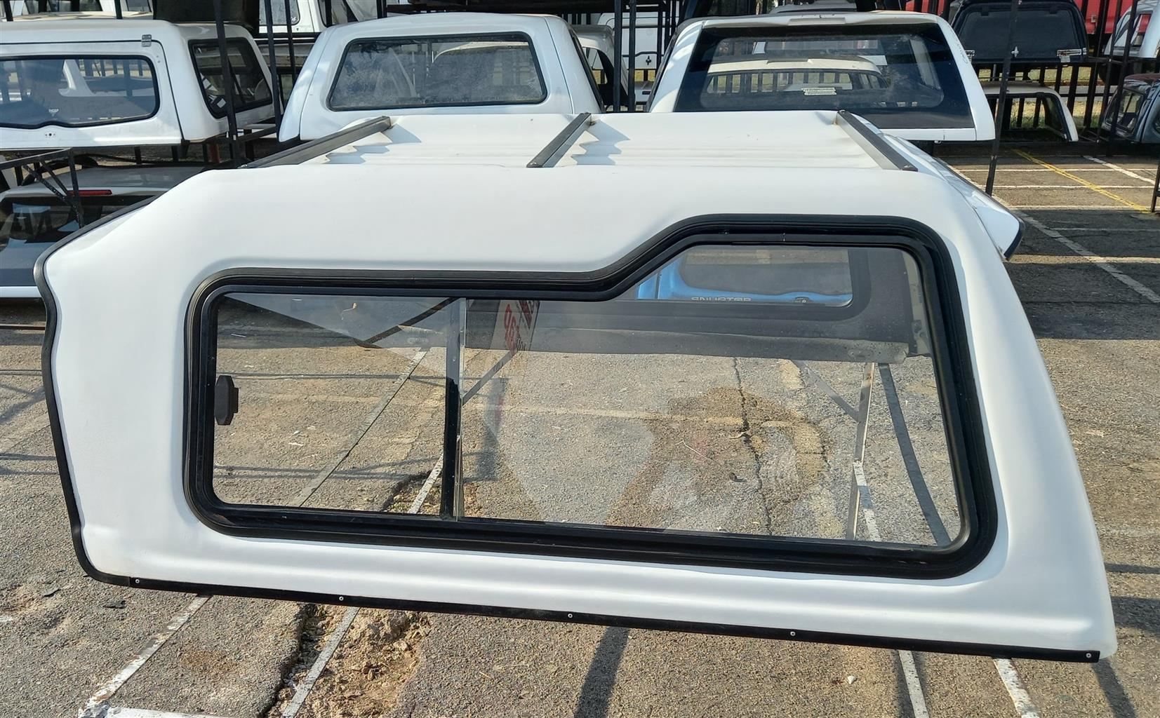 USED  NISSAN 1400 BAKKIE CANOPY FOR SALE!!!!!!!!!!!!