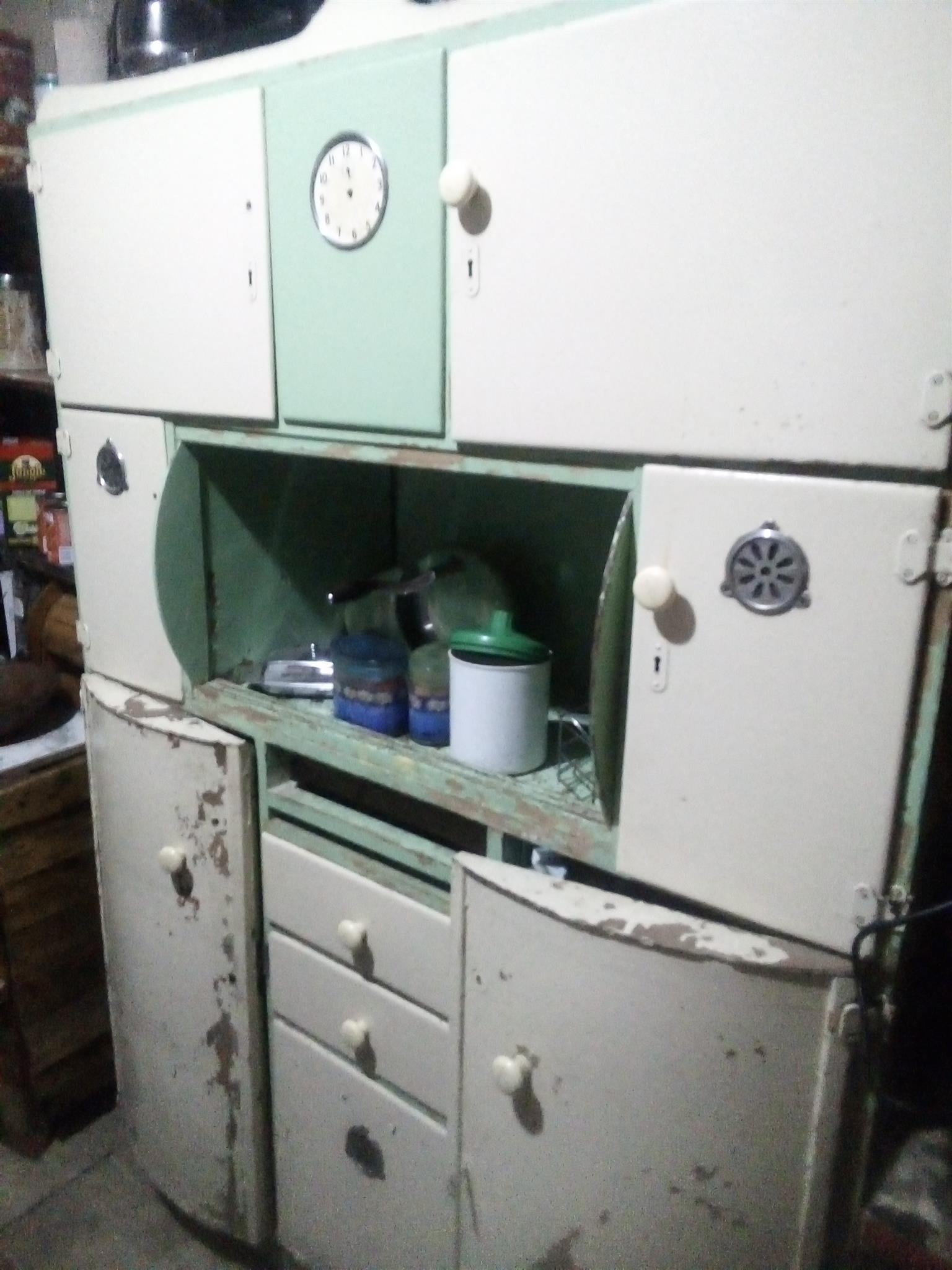 1946 Antique kitchen unite