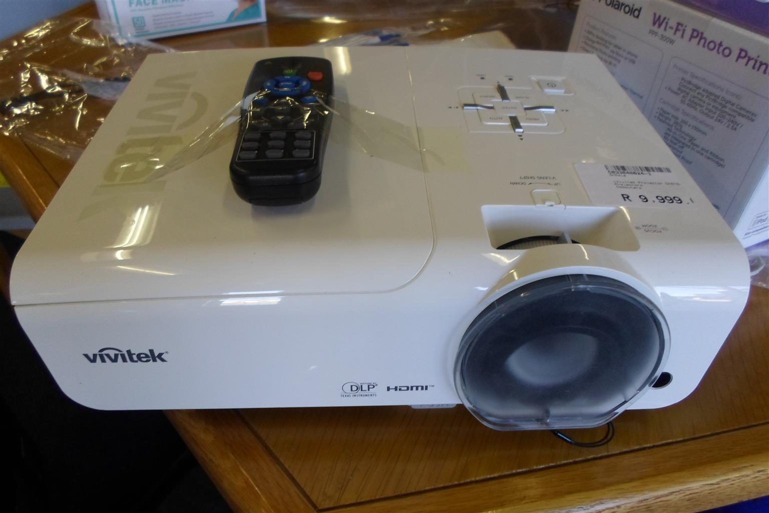 Vivitek DH976 Projector