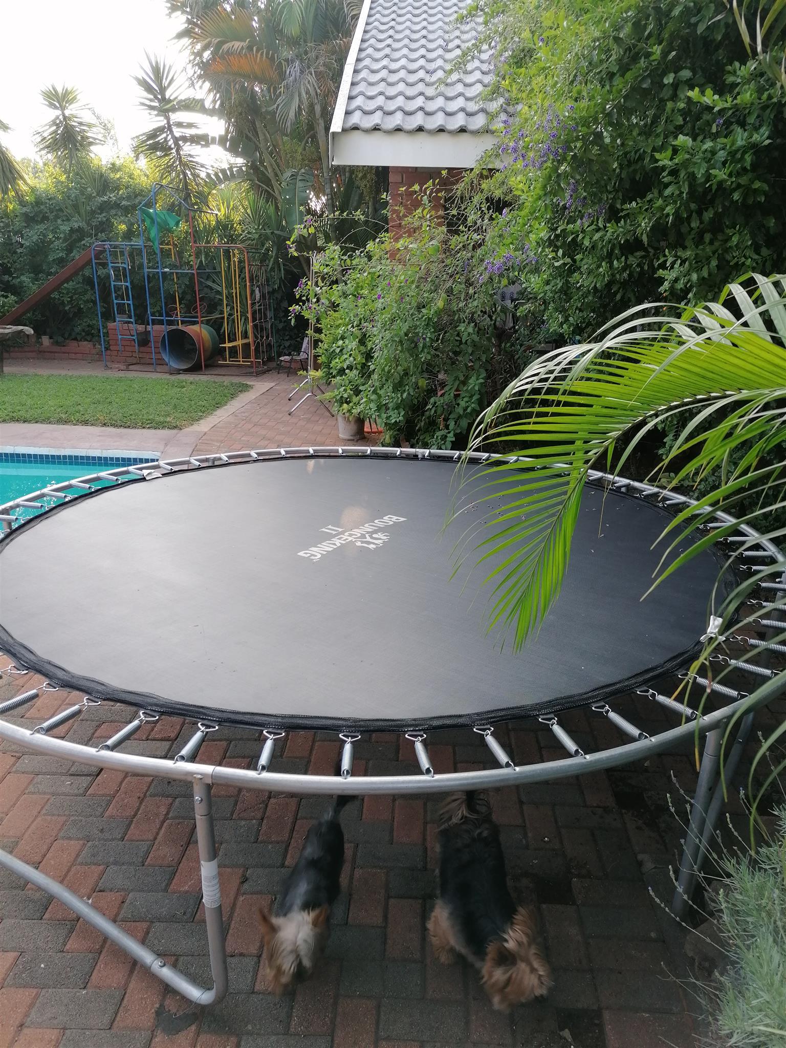 BounceKing trampoline 2,60m diameter. Excellent condition. R1500.
