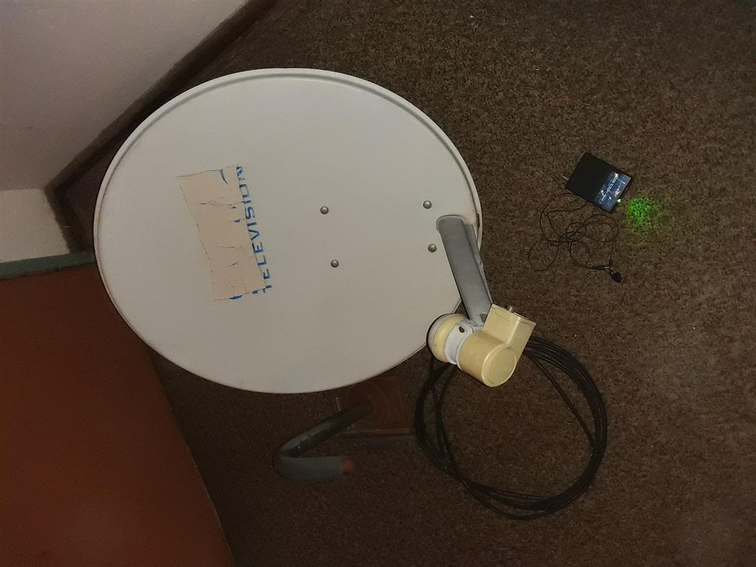 Dish,arm,lnb,wall mount bracket,Satfinder +test cable and earphone for sale!