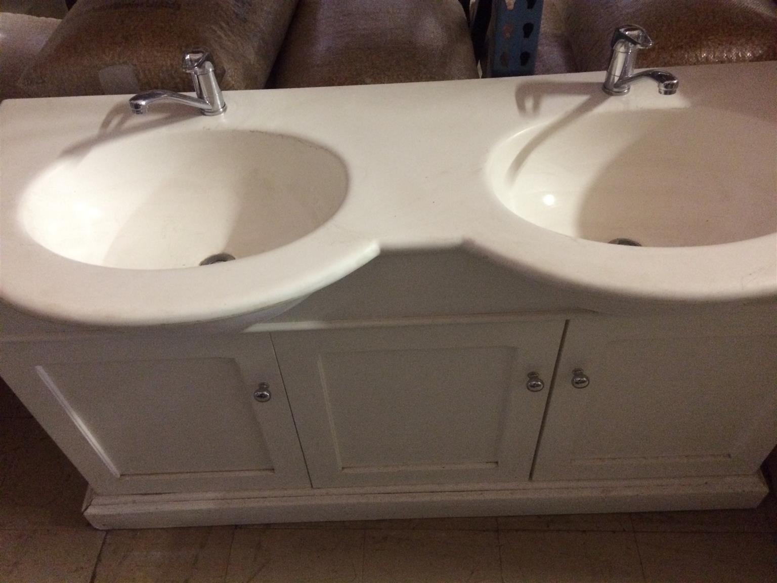 Double bathroom basin