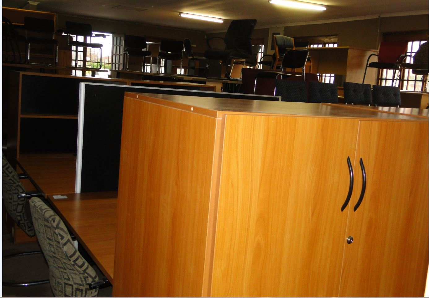4 Workstation with 4 x 2 door Stationary cabinet 4 x 3 Drawer pedestals - R6,500 or R1800 each