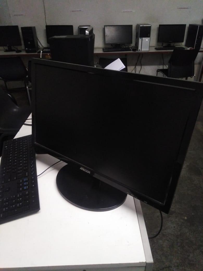 Mecer 21.5″ 16 x 9 TFT LED Wide Monitor