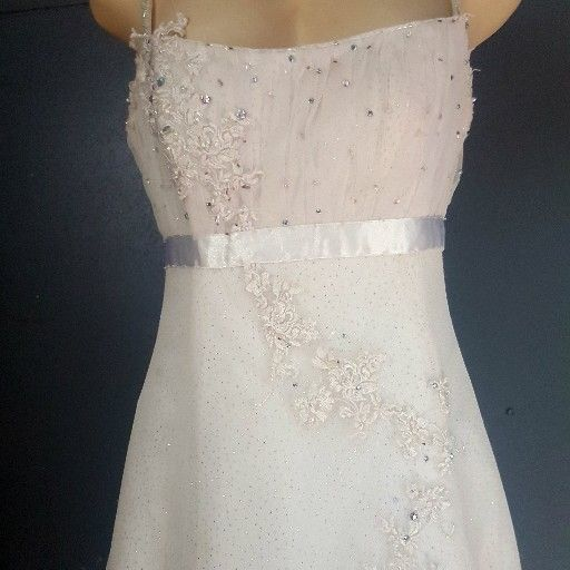 Second hand wedding gowns