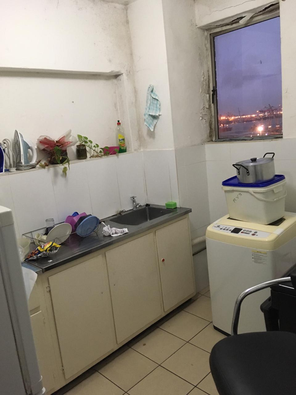 1.5BDR FLAT FOR SALE IN POINT DBN WITH PARKING
