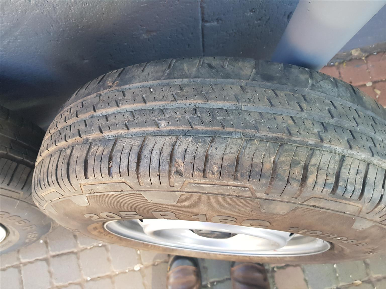 Tyre's with rims for sale