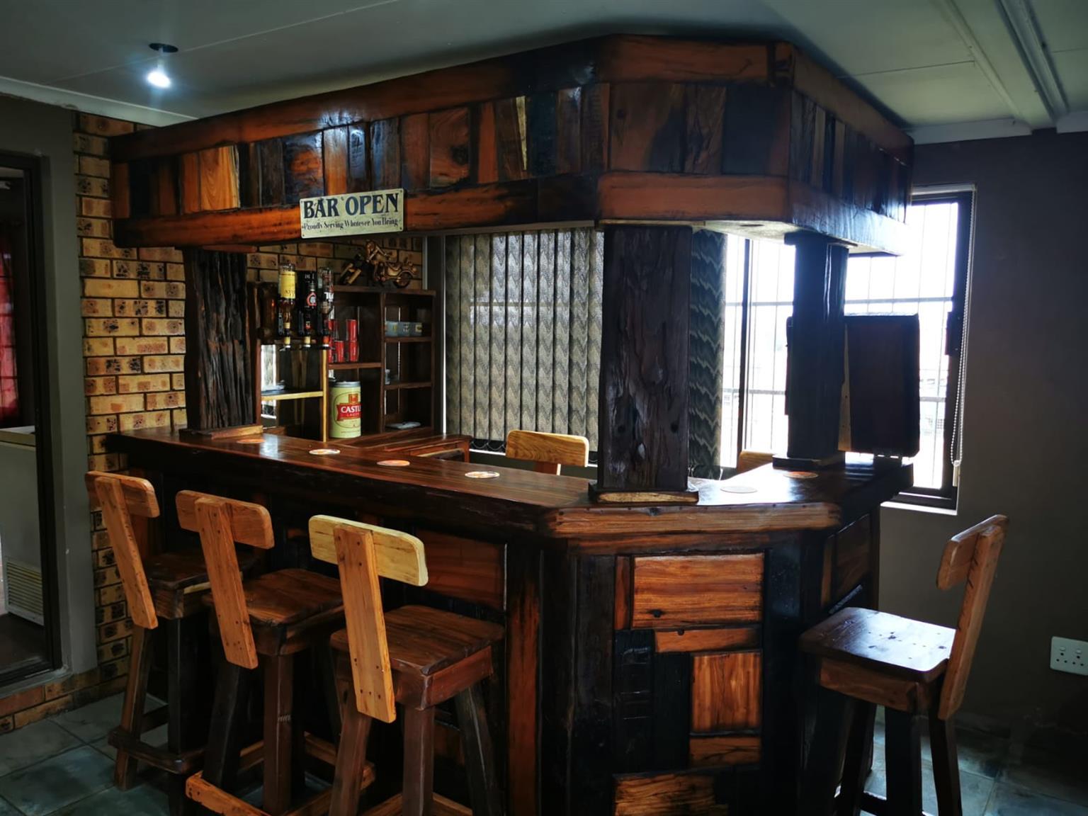 Bar  R9500,   kas  plus rak R6500
