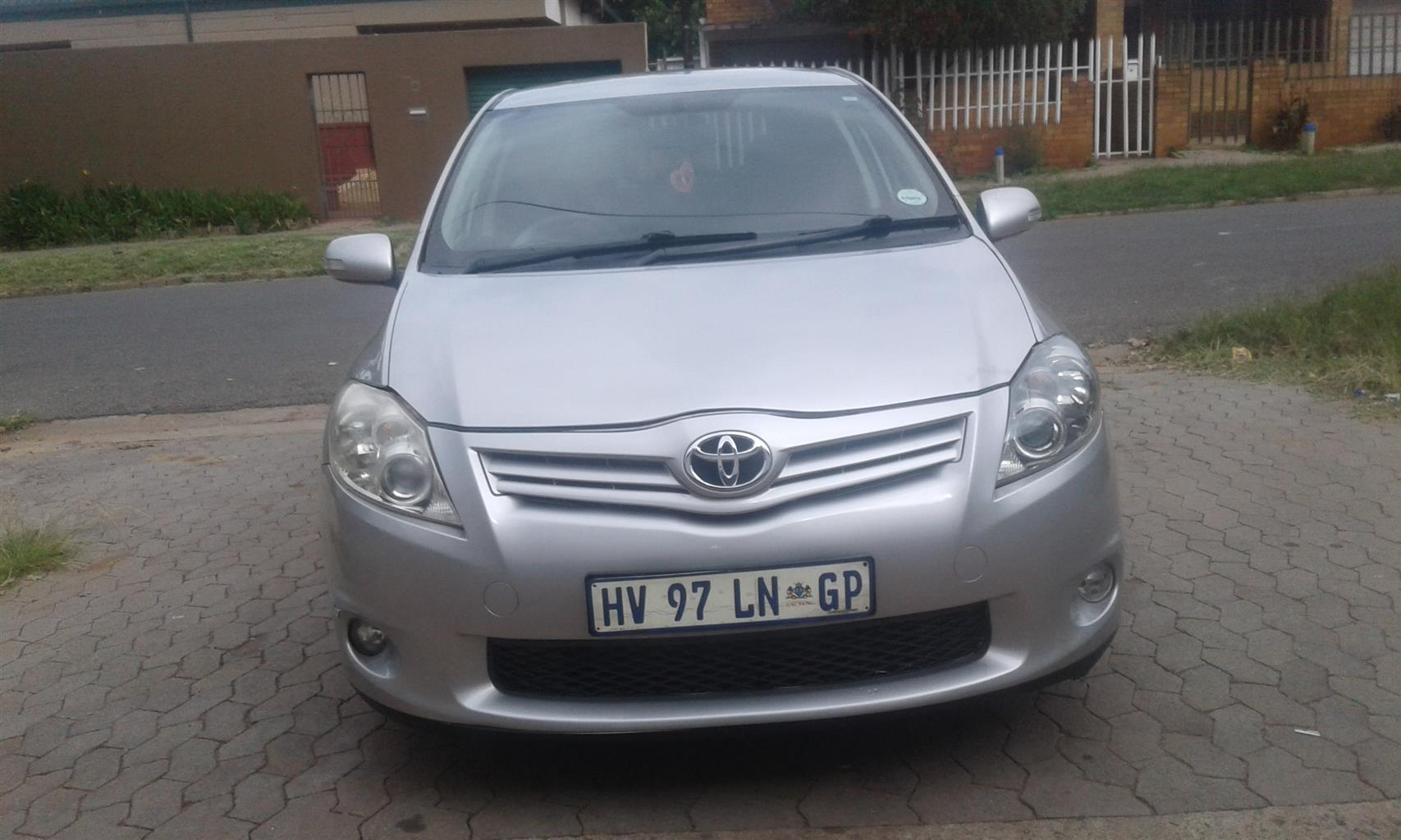 toyota auris 2013 model