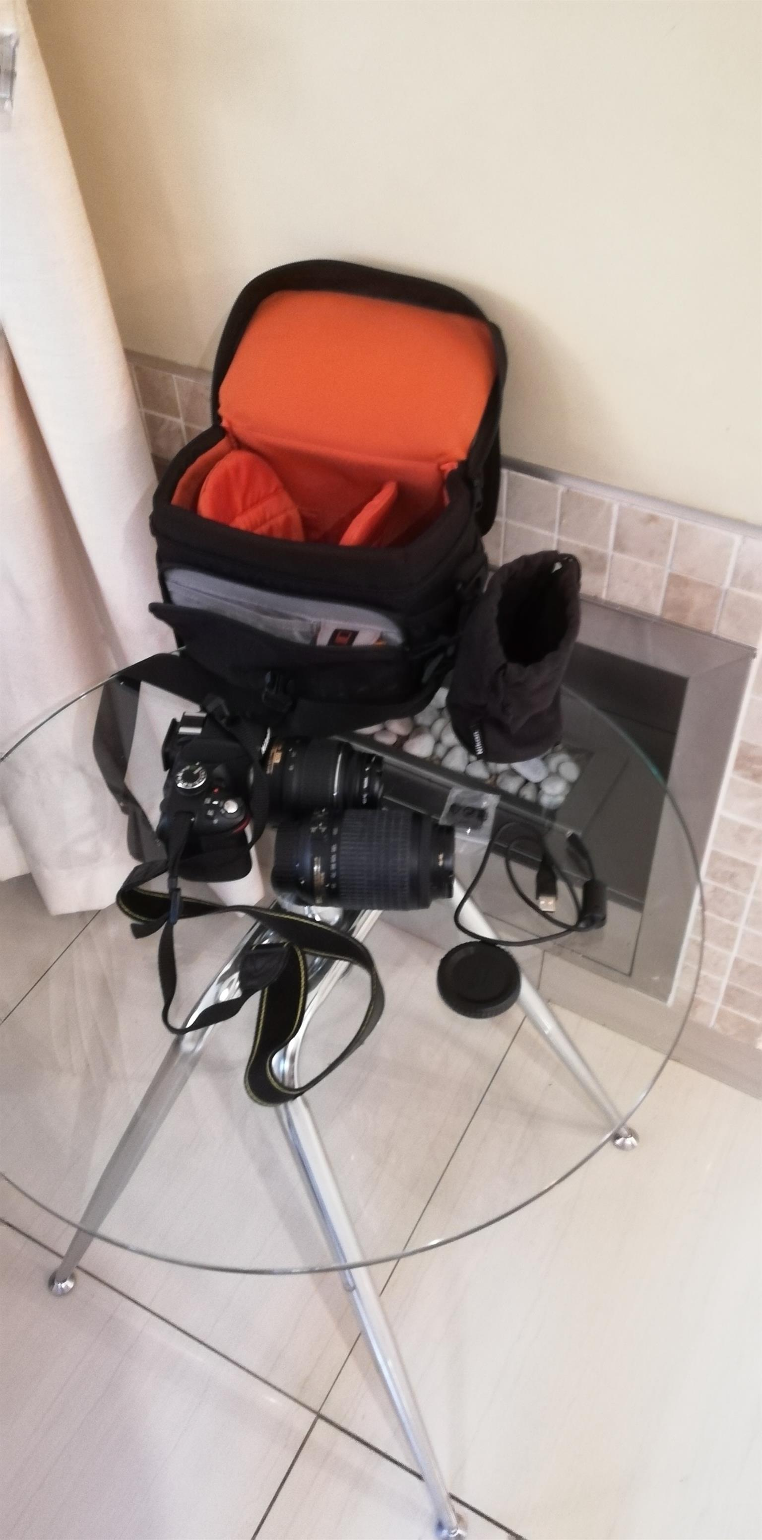 Nikon D3200 +extra lens and bag