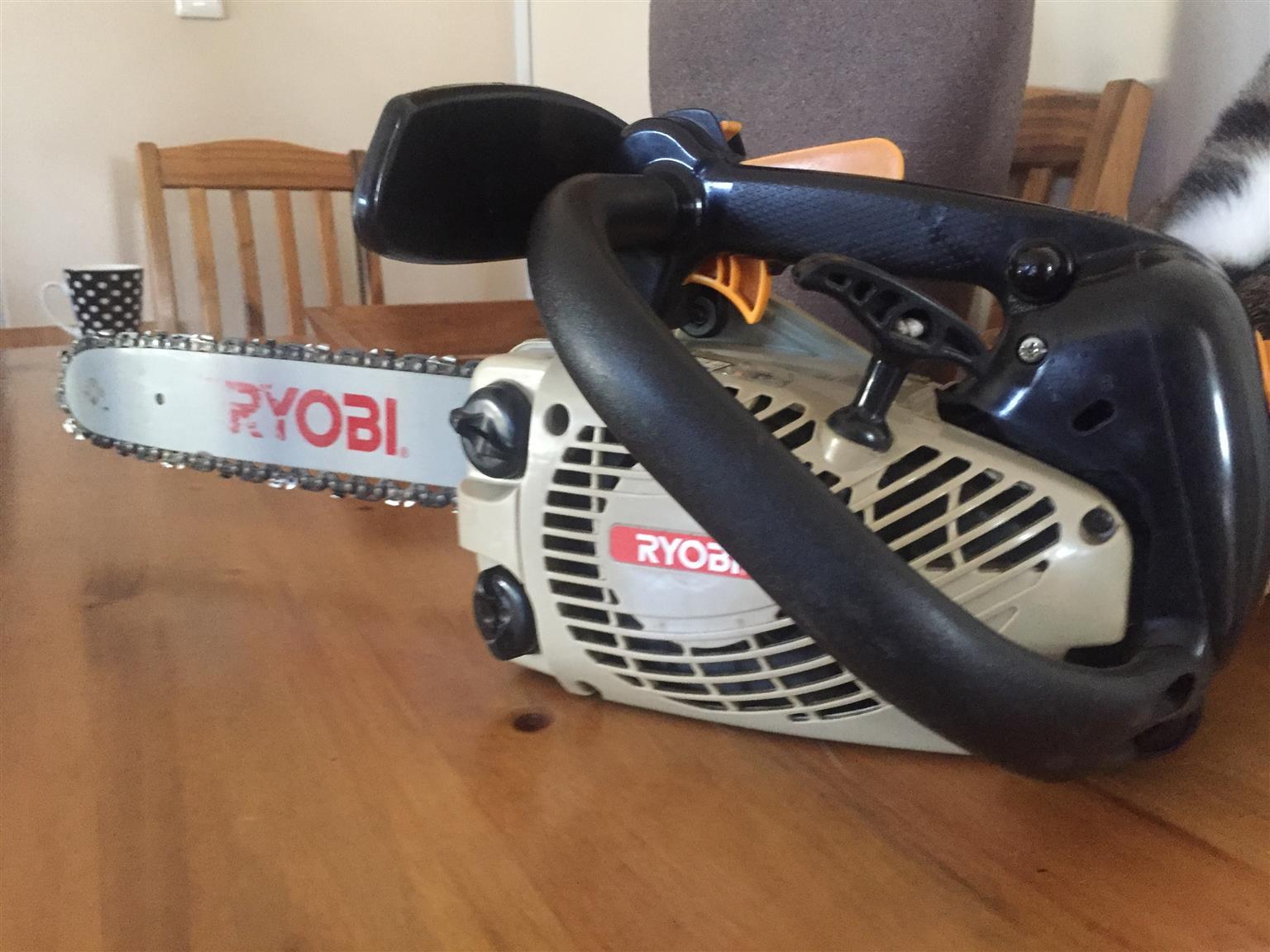 Chainsaw Petrol 2 stroke –