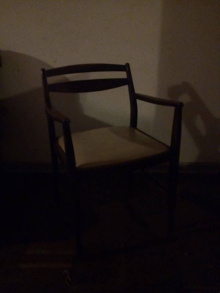 Wooden waiting chair