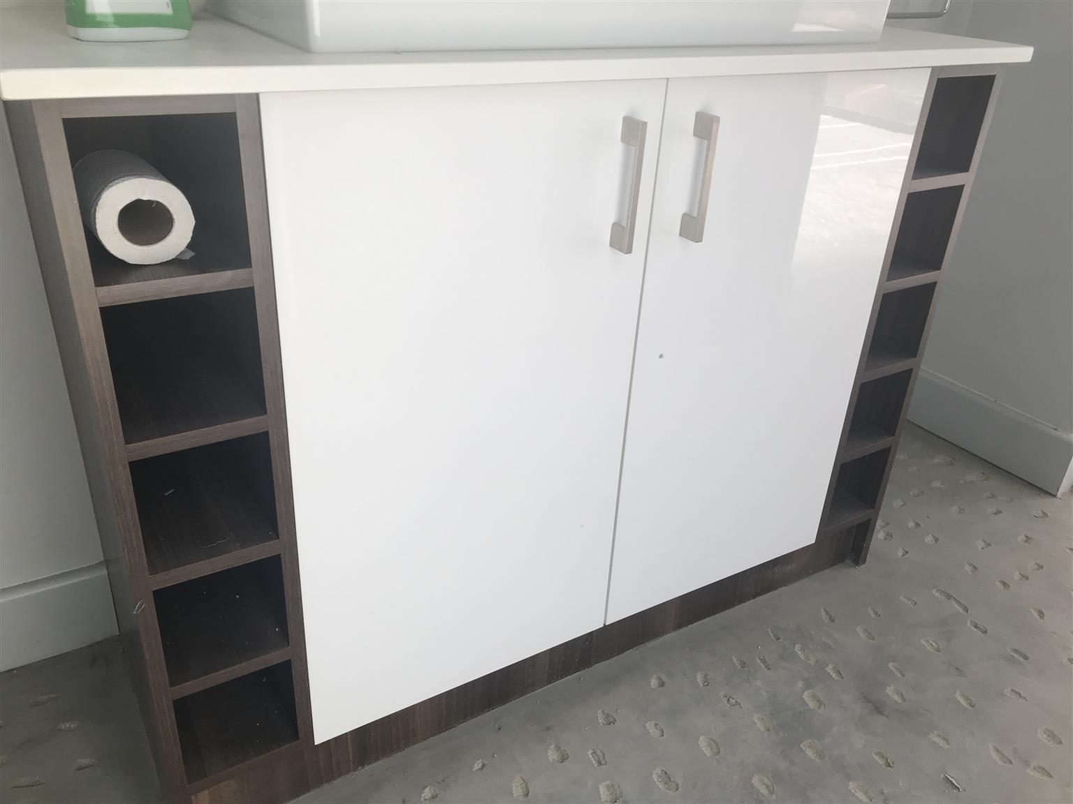 Caesar stone top and bathroom cabinet for SALE!