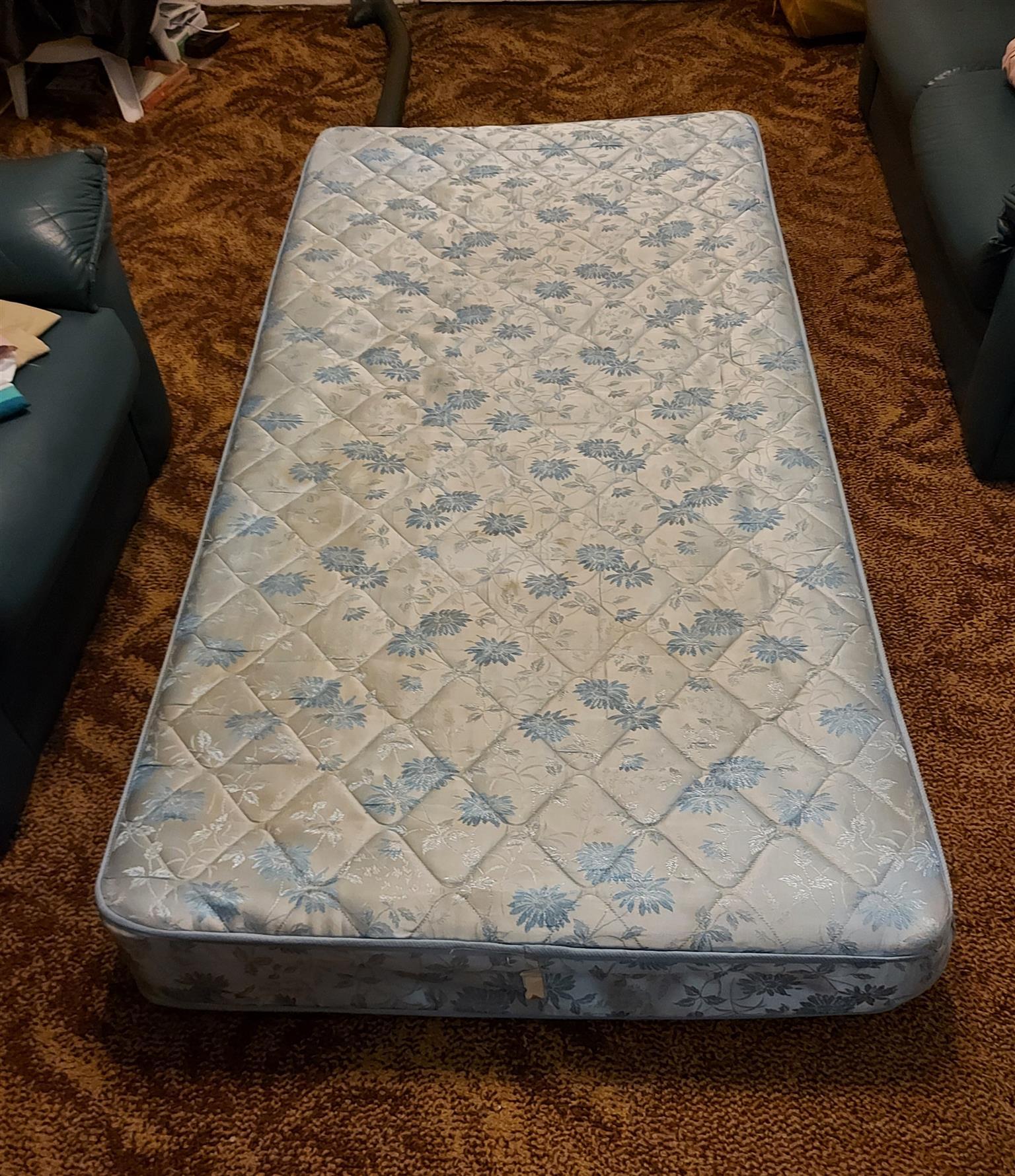 Single bed - mattress + base