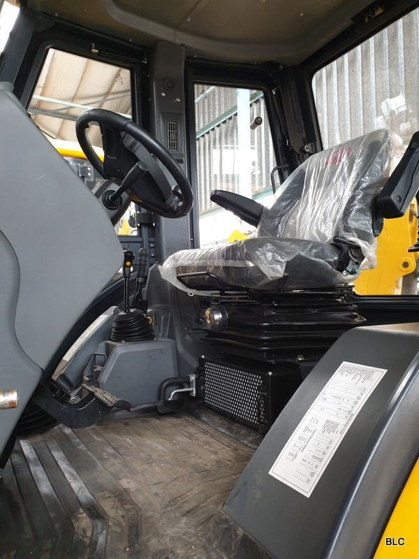 New Mahindra TLB's 4x4 with aircon and 6-1 bucket