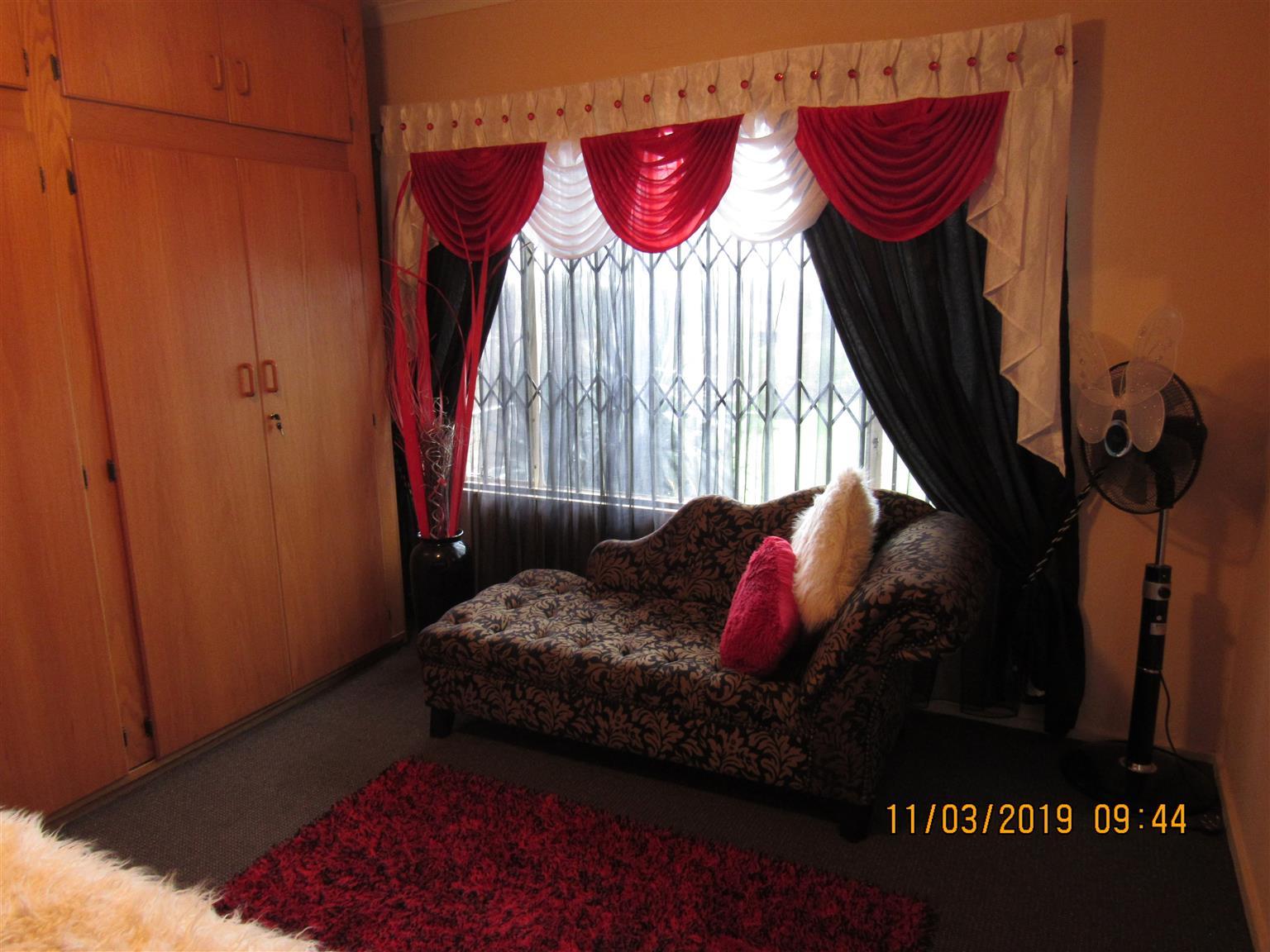 Massiewe , Moderne, veilige  5 Slaapkamer , 5 Badkamer Gesinshuis