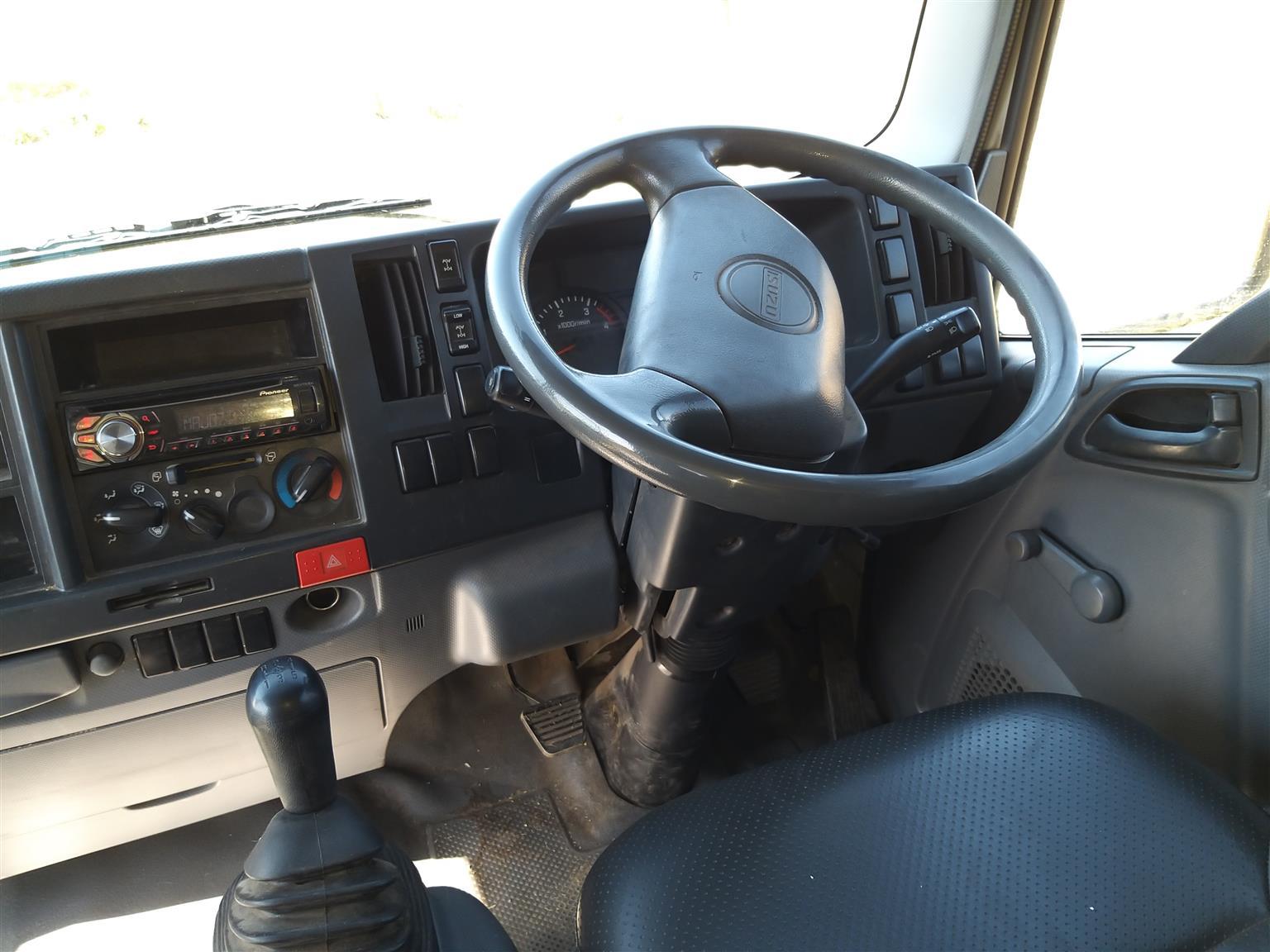 Isuzu NPS 300 Crew cab 4x4
