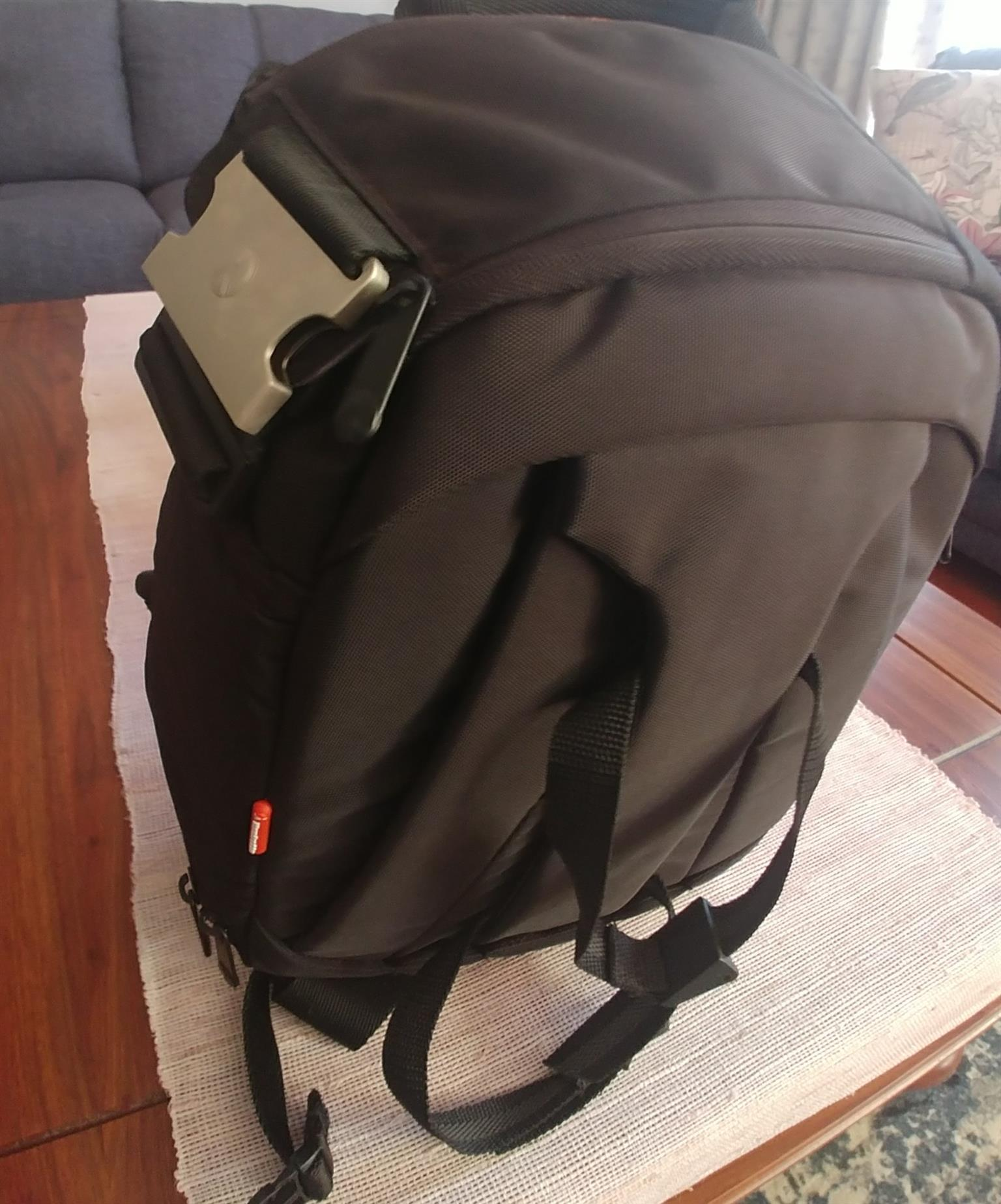 Camera Bag Junk Mail Vanguard Veo 42 Backpack