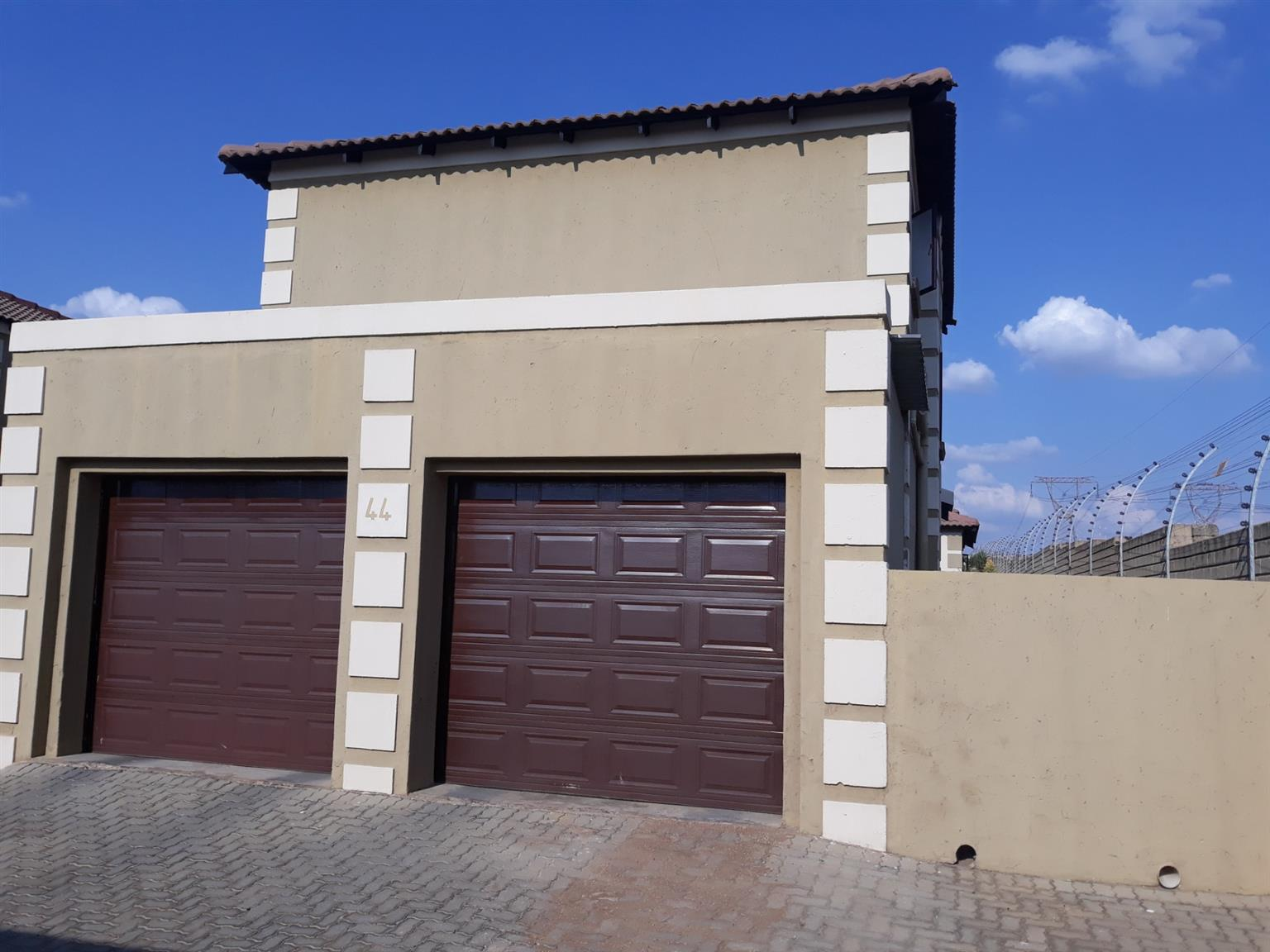 Townhouse For Sale in The Reeds