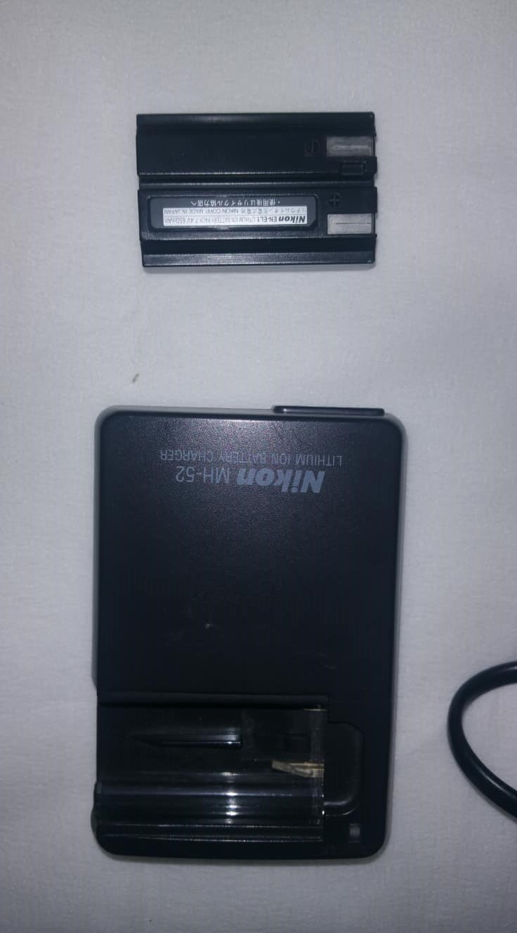 Nikon MH-52 Battery Charger with a spare battery