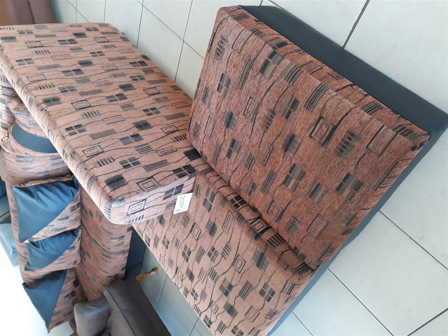 Brown and black set reduced to R4500