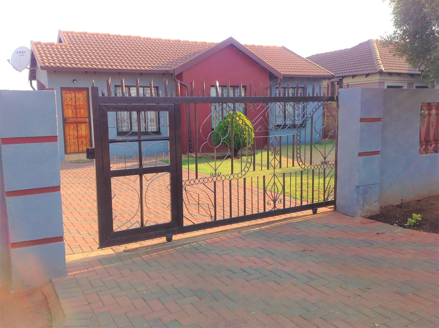 A Warm 3 bedroom Family House in The Orchards