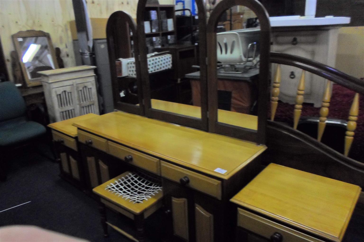 Wooden 4pc Bedroom Suite for sale B033040669-6