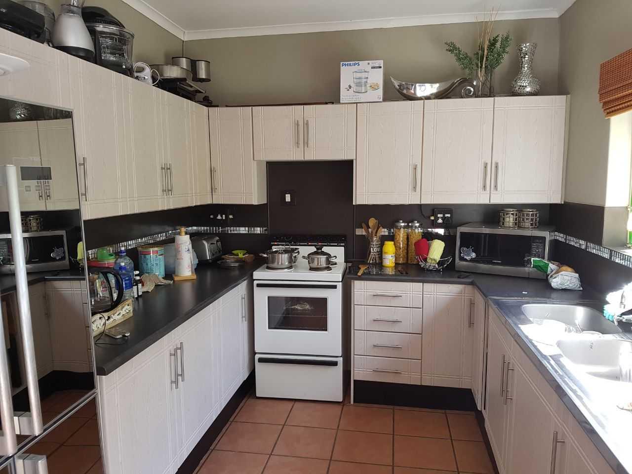 3 bedroom 2 bathroom property for sale in Antelope street Hoedspruit, Limpopo