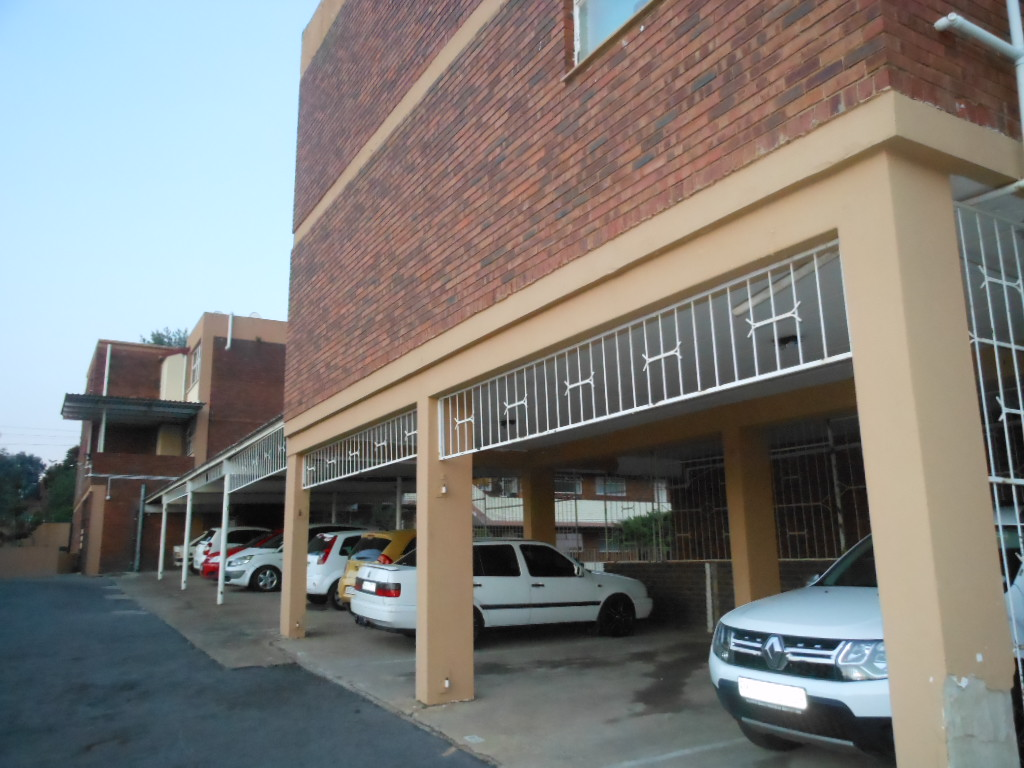 NEAT UNIT - DISCOVERY ROODEPOORT!!!